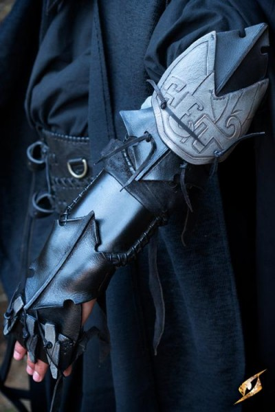 Dark Elf Claw Bracer - Left