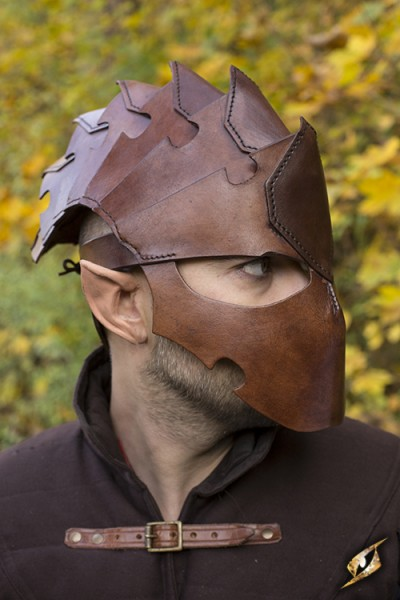 Medium Assassin Helmet (Brown)